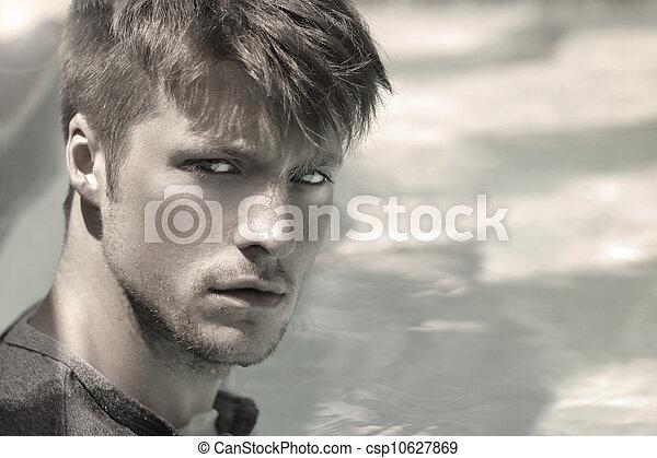Cara de hombre guapo - csp10627869