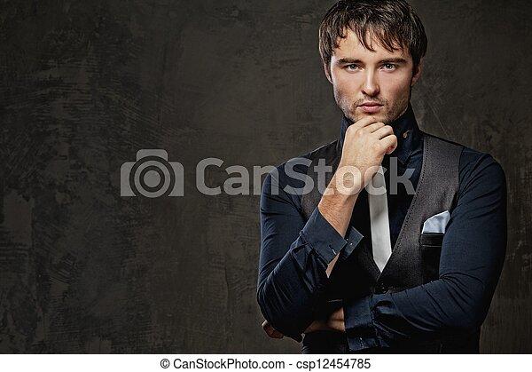 Hermoso joven. - csp12454785