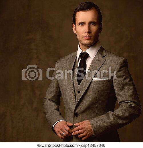 guapo, traje, joven, clásico - csp12457848