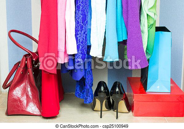 guarda-roupa, roupas - csp25100949