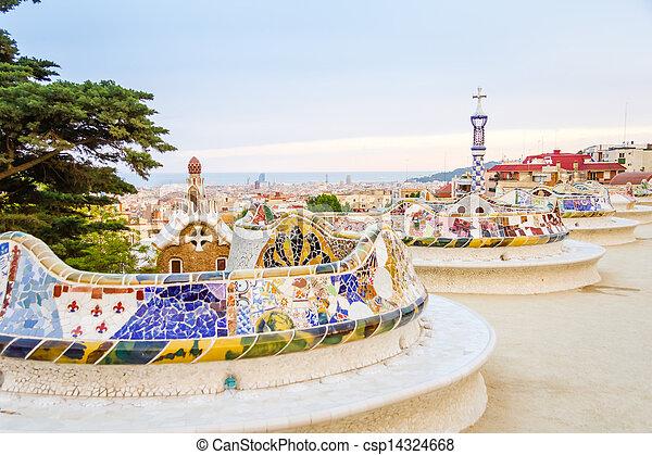 Vista del colorido banco de cerámica mosaico del parque Guell, diseñado por Antonio Gaudi, en Barcelona, España - csp14324668