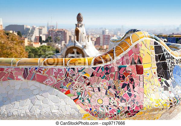 El parque de Barcelona, la villa del modernismo gaudi - csp9717666