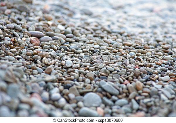 Pebbles en la costa del mar - csp13870680
