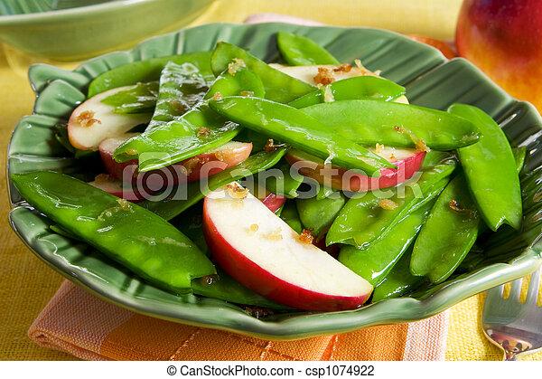 Guisantes de nieve y ensalada de manzana - csp1074922