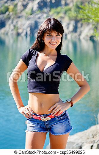 gyönyörű, álló, hegy tó, tengerpart, leány - csp35499225