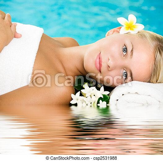 gyönyörű, ásványvízforrás, nő, fiatal - csp2531988