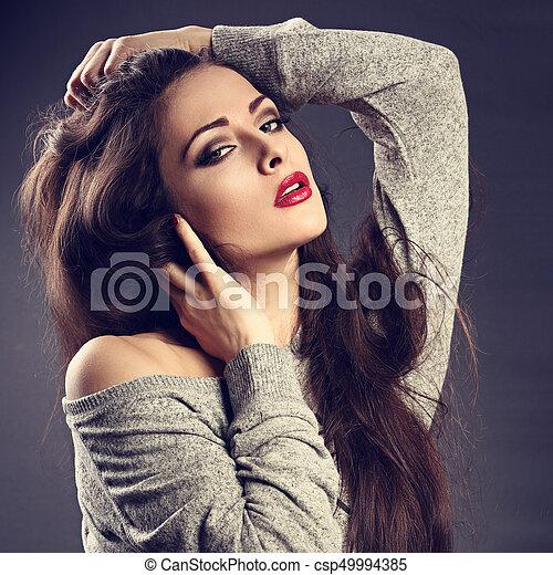 gyönyörű, blúz, ajakrúzs, neki, hanglejtés, closeup, formál, fiatal, hosszú, szürke szőr, háttér., megható, feltevő, konfekcionőr, sötét, portré, szexi, árnyék, piros - csp49994385