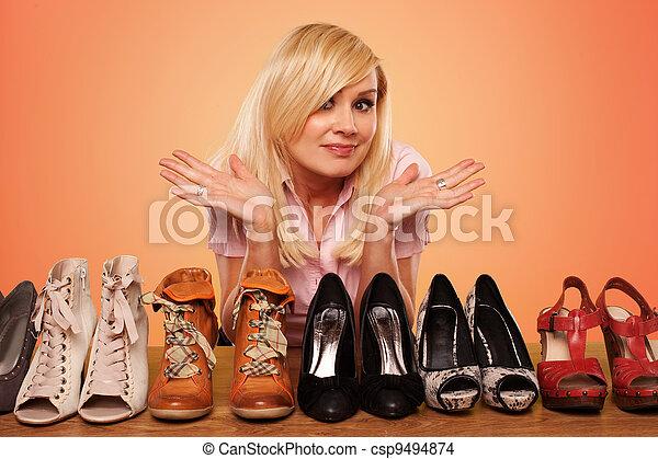 gyönyörű, körülbelül, cipők, deccision, gyártás, szőke - csp9494874