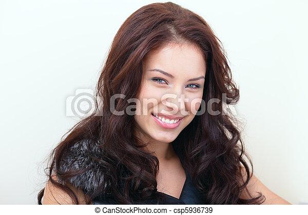 gyönyörű, portré, mosolyog woman - csp5936739