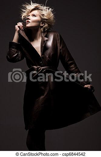 gyönyörű woman, feltevő, fiatal, szőke - csp6844542