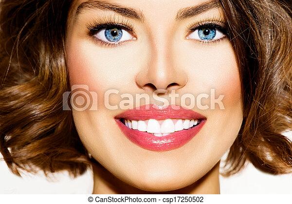 gyönyörű woman, fiatal, whitening., closeup, fog, portré, mosolygós - csp17250502