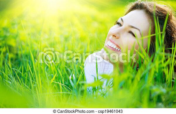 gyönyörű woman, természet, eredet, fiatal, szabadban, élvez - csp19461043
