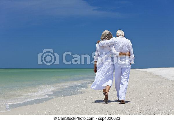 gyalogló, párosít, tropikus, egyedül, idősebb ember, tengerpart, hátsó kilátás - csp4020623