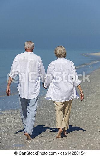 gyalogló, párosít, tropikus, hatalom kezezés, idősebb ember, tengerpart, boldog - csp14288154