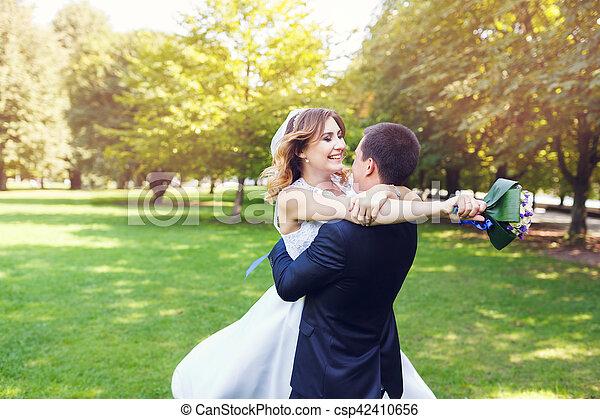 gyengédség, párosít, esküvő - csp42410656