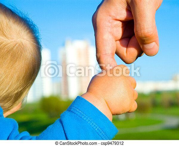 gyermek, fiú, atya, kézbesít - csp9479312