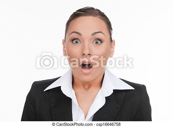 hålla, hans, affärskvinna, businesswoman., ung, chockerat, isolerat, se, medan, kamera, mun, stående, vit, öppen överraskade - csp16646758