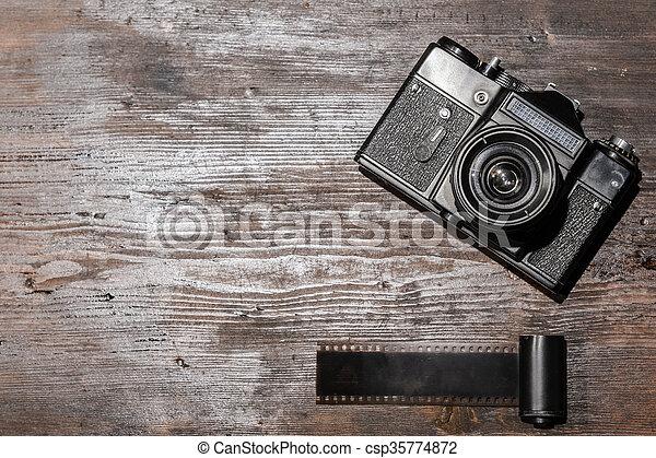 Vintage-Kamera aus Holz - csp35774872