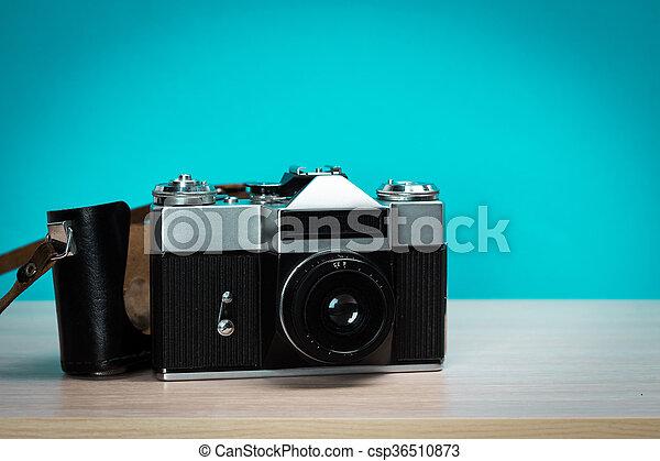 Vintage-Kamera aus Holz - csp36510873
