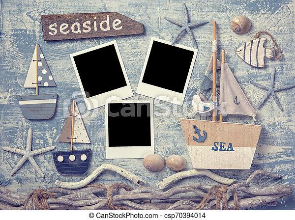 Marine-Lebensdekor auf einem hölzernen Hintergrund - csp70394014