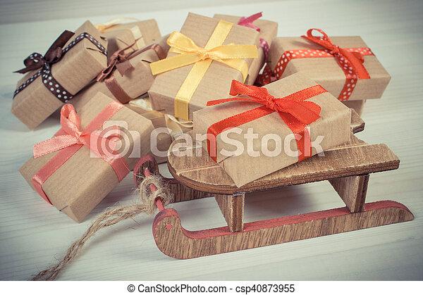 Andere Weihnachtsgeschenke.Hölzern Weinlese Clipart Kinderschlitten Weihnachtsgeschenke Andere Foto Aufgewickelt Oder Feier