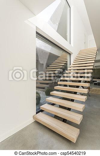 Geraumiges Apartment Mit Holztreppe Designed Holzer Treppen