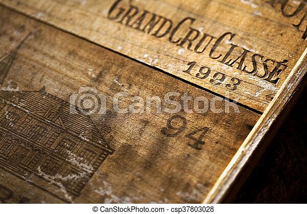 Holz-Weinkiste - csp37803028