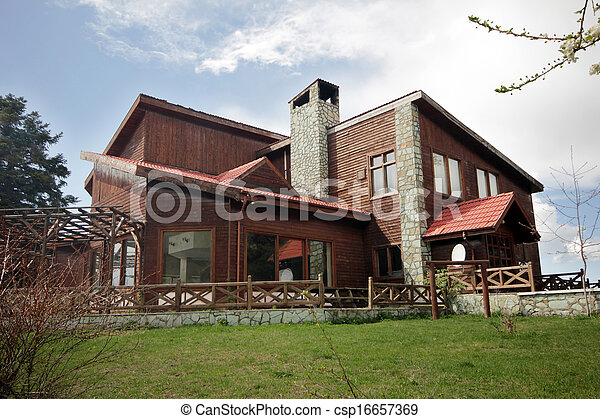 Beautiful Hölzernes Haus   Csp16657369