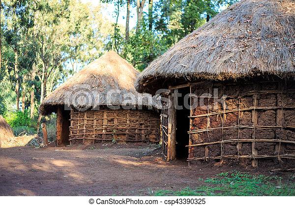 Traditionelle, Stammeshütte kenianischer Leute - csp43390325