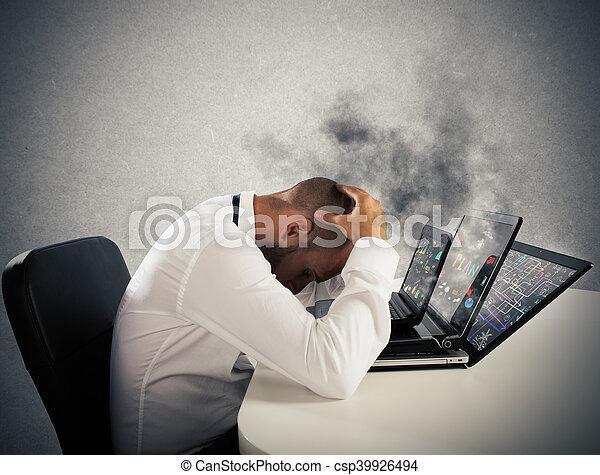 ha lavorato troppo uomo affari, computer, portato - csp39926494