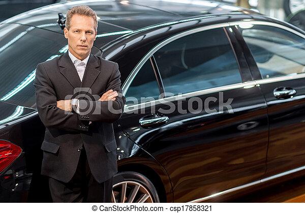 haar, liebe, auto, oberseite, cars., grau, formalwear, schauen, sicher, fotoapperat, luxus, lehnend, ansicht, mann - csp17858321