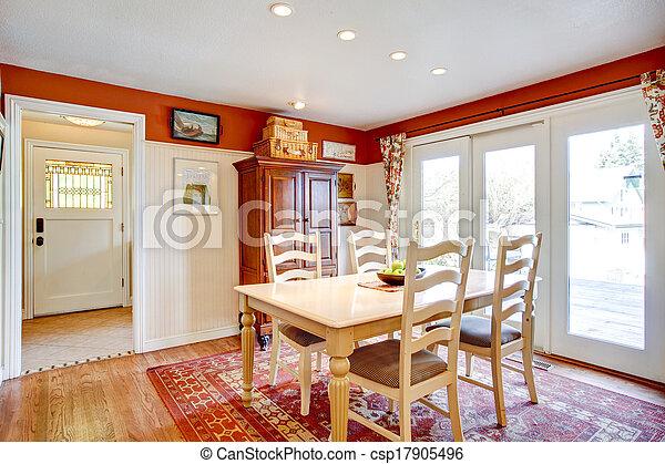 Simples colores cálidos en la cocina con una pequeña zona de comedor - csp17905496