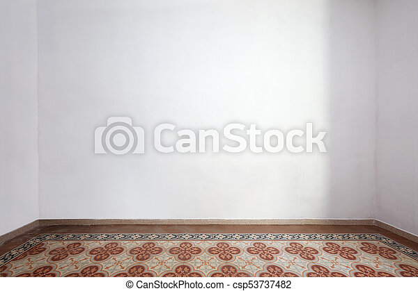 Interior vacío con suelo azulejo y pared blanca - csp53737482