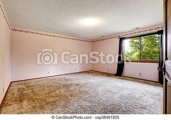 Una gran habitación vacía con suelo de alfombra, una ventana - csp38491825