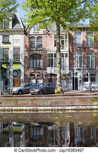 Edificios de apartamentos en la Haya - csp16383497