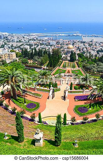 Una hermosa foto de los jardines bahai en Haifa Israel. - csp15686004
