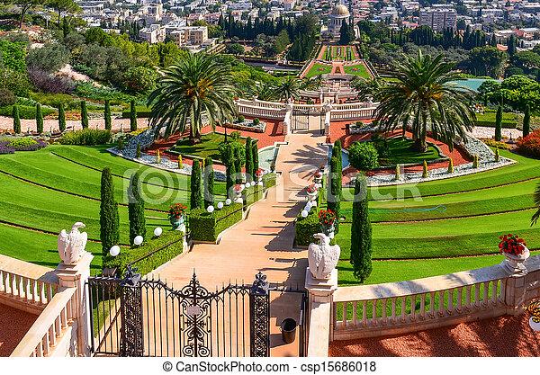 Una hermosa foto de los jardines bahai en Haifa Israel. - csp15686018