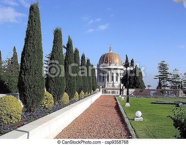 Jardines Haifa bahai y domo dorado - csp9358768