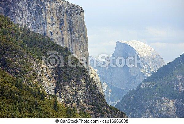 Half Dome Yosemite - csp16966008