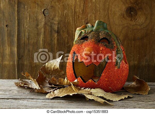 Halloween calabaza Jack O'lantern - csp15351883
