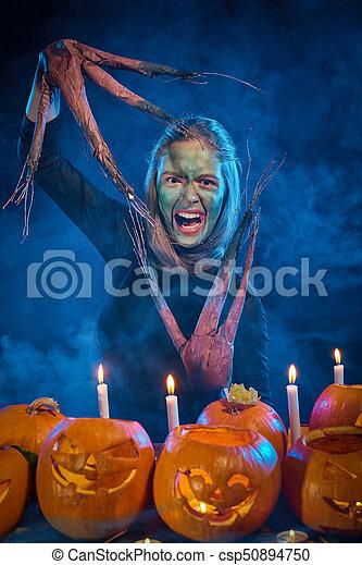 Utgivningsdatum: 100% hög kvalitet försäljning usa online Halloween, träd, pumpor, dräkt, kvinna, flicka. Skrämmande ...