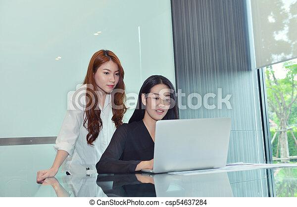 handlowy, inny, asian, każdy, dyskutując, kobiety - csp54637284