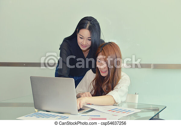 handlowy, inny, asian, każdy, dyskutując, kobiety - csp54637256