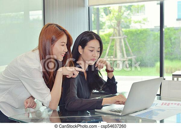 handlowy, inny, asian, każdy, dyskutując, kobiety - csp54637260