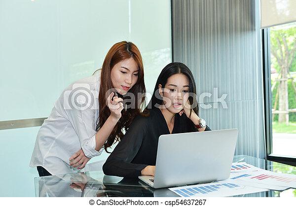 handlowy, inny, asian, każdy, dyskutując, kobiety - csp54637267