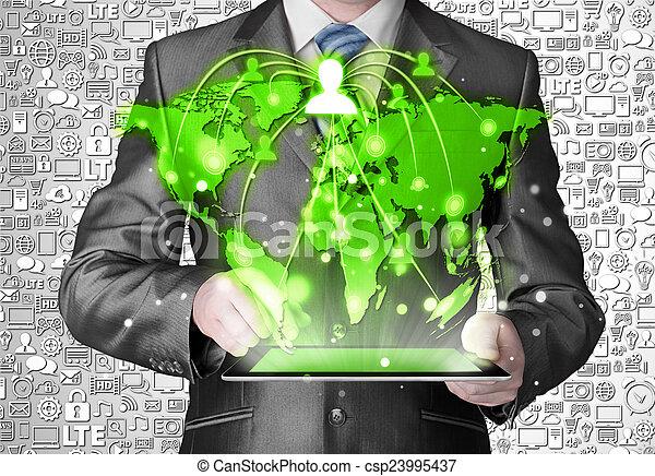 handlowy, pastylka pc, połączenie, towarzyski, używając, człowiek - csp23995437