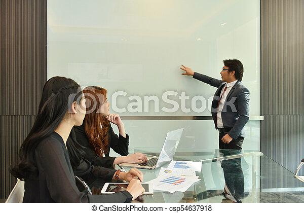 handlowy, whiteboard, teamwork, asian, czysty, spotkanie, posiadanie - csp54637918