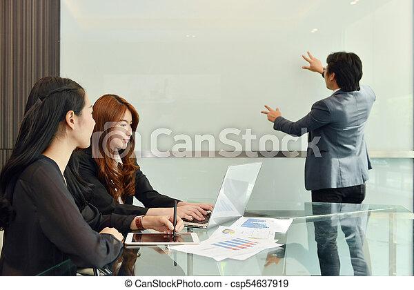 handlowy, whiteboard, teamwork, asian, czysty, spotkanie, posiadanie - csp54637919