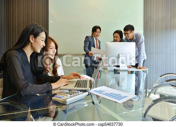 handlowy zaludniają, inny, asian, każdy, dyskutując - csp54637730