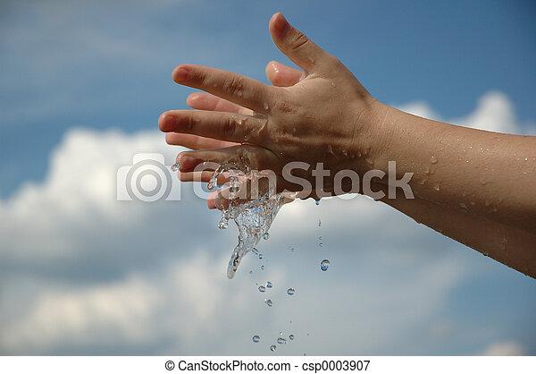 hands in water - csp0003907